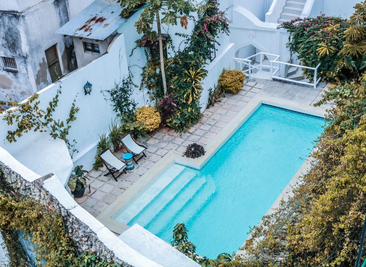Appréciez les plaisirs d'une piscine coque