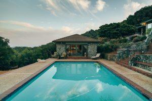 Installer une piscine à coque dans votre jardin