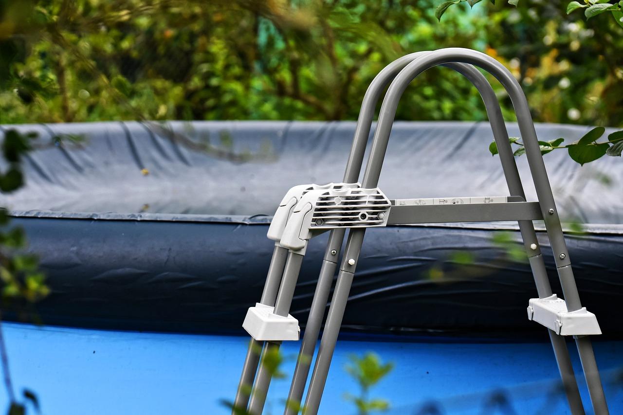 Couverture de piscine escamotable